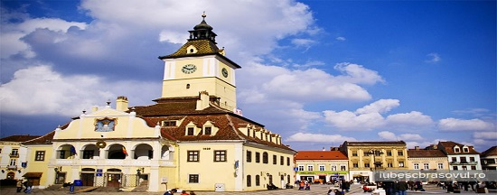 Piata-Sfatului-Brasov1 Private full-day trip from Bucharest to Transylvania's Castles